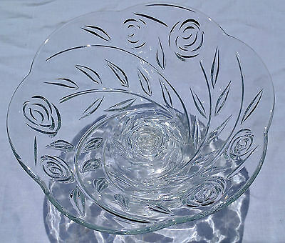 Swirling Rose Petal-shape glass fruit bowl with stand