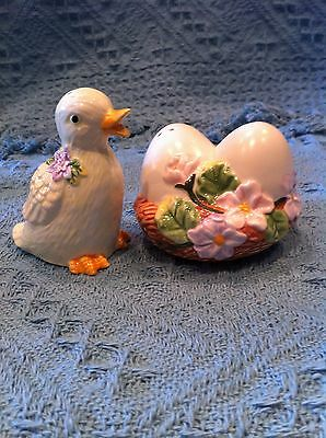 New 2001 Avon Easter Springtime Salt & Pepper Shaker Set