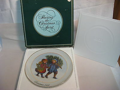 """1981 First Edition """"Christmas Memories"""" Avon Collector Plate"""