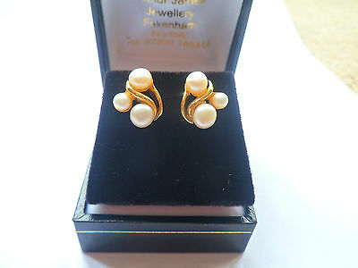 3 white PEARL cluster stud earrings 14 carat yellow gold LUSTROUS SHINE