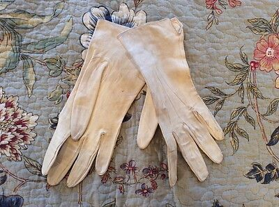 LOVELY Old Vintage Retro Ivory Evening Gloves Sz Small 7 1/2 / 5 Display Item