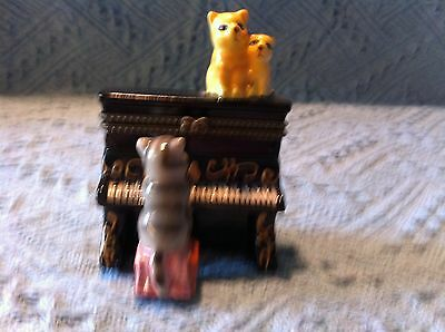 """New Direct Connection Industry, Inc. """"cat Playing Piano"""" Hinged Trinket Box"""