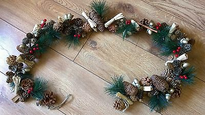 Natural Luxury Christmas Garland Traditional Cones Red Berries Gold Acorns 1.4m