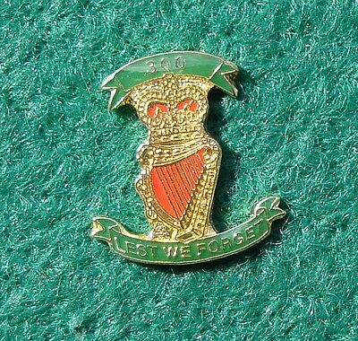 RUC Royal Ulster Constabulary Police LEST WE FORGET tie tac pin badge