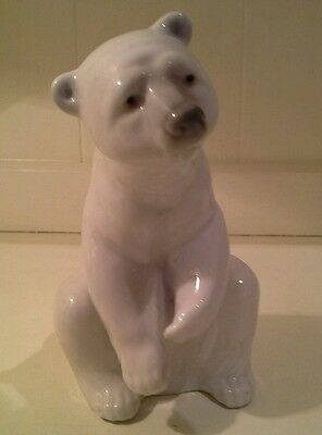 Lladro Porcelain Polar Bear Crouching on haunches in Excellent condition