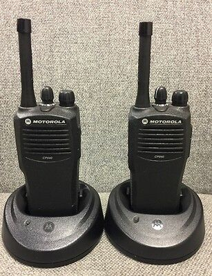 2 x MOTOROLA  CP040 UHF(438-470MHz)  16 Channel WALKIE-TALKIES  With charger