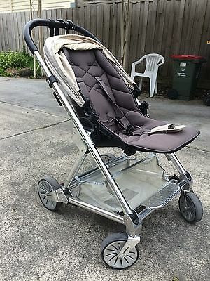 Mamas and Papas Urbo Pram with brand new Bassinet