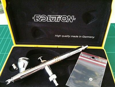 Harder & Steenbeck Evolution CRplus .2mm Gravity Feed Airbrush + Preset Handle