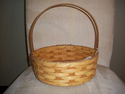 Beauty Basket Amish Made Plain Reed with a Stationary Handle