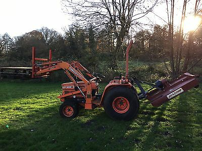 Kubota B8200 4Wd Compact Tractor With Front Loader ,topper And Power Steering