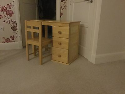 childrens desk and chair, Good Condition