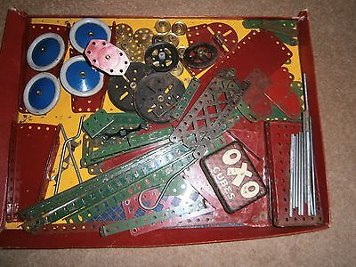 Lot 53: Vintage Meccano Set, very good Red and Green, Poor Box.