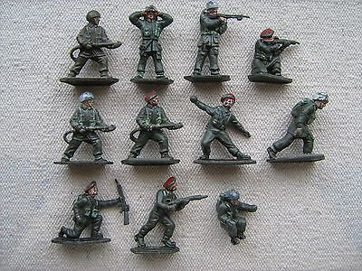 """LONE STAR"" - (Harvey Series) 13 x British Paratrooper toy soldiers - 1950s"