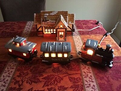 Dept 56 The Original Snow Village Train Station with 3 Cars #50856  1980-85
