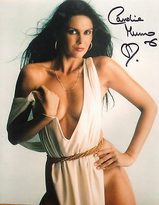 CAROLINE MUNRO - 10x8  PHOTO  SIGNED.  - HAMMER HORROR/ JAMES BOND