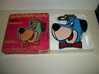 VINTAGE HANNA BARBERA 'HUCKLEBERRY HOUND TRANSISTOR RADIO Solid State with box