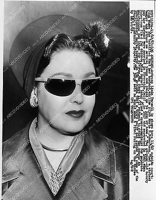 Pic news photo Linda Darnell outside courtroom for divorce    2053-20