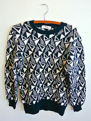 Vintage black and white triangle jumper large