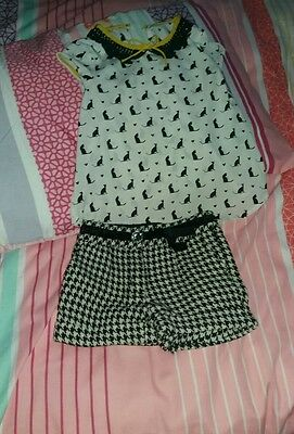 Girls outfit - top and shorts vgc 4-5