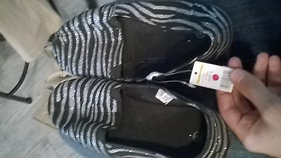 NWT Womens shoes size 9 glitter slip on black silver