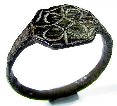 Scarce Medieval Bronze Ring With  Floral Decoration In Bezel - Wearable - 1979