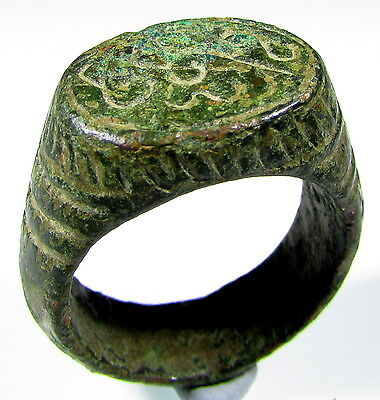 Superb Ancient Roman Bronze Legionary Ring With Decoration - Wearable - 1981