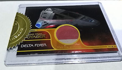 Quotable Star Trek Voyager Incentive Delta Flyer Relic Card #171/300 Red & Grey