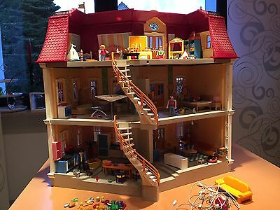 playmobil 5302 gro es puppenhaus wohnhaus villa mit m beln beleuchtung eur 160 00. Black Bedroom Furniture Sets. Home Design Ideas
