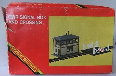 HORNBY R186 GWR Signal Box and crossing kit (Boxed)