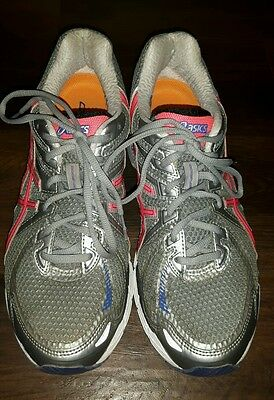 asics gt 2000 ladies grey silver and pink trainers.  Size 41.5 euro. 7.5 UK.