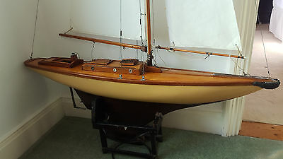 Vintage Model Pond yacht - radio controlled