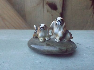 vintage old two beagles bassett hounds dog on stone display figure