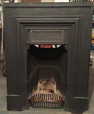 Fire place and surround, with grate & mantle - Cast Iron