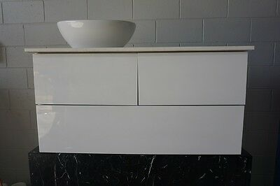 Peculiar 900mm Polyurethane Gloss White Wall Hung Bathroom Vanity With Stone Top