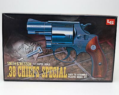 LS Smith & Wesson M.36 38 CHIEFS SPECIAL 1:1 Scale Plastic Model Kit A16 3024