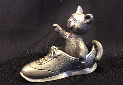 Vintage Spoonitques  Pp427 Pewter Shoe With A Cat Sitting Inside Copyright 1987