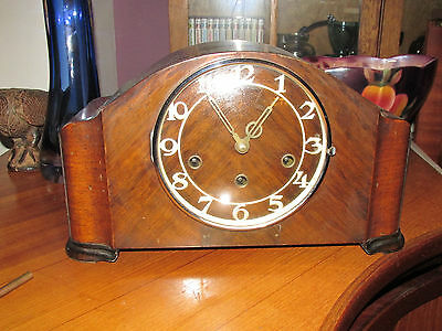 Vintage  Striking Chimes Mantel Clock