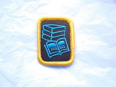 Brownies READING READER Badge Patch Crest Girl Guides Scouts Discontinued Books