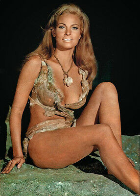 RAQUEL WELCH cleavage Photo 4 x 6 in. (10 x 15 cm) glossy