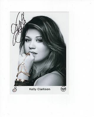 KELLY CLARKSON HAND SIGNED 5x7 PHOTO+COA       GORGEOUS SINGER   SEXY POSE