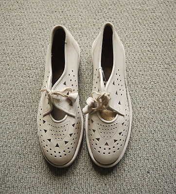 Vintage 1950s Super Cool French Nouveau Creme Suede Perforated Lace Up Shoes