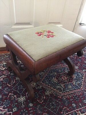 VINTAGE Antique NEEDLEPOINT FOOTSTOOL Foot Stool WOOD Bench Chair ottoman