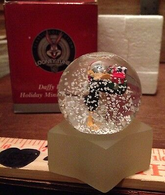 Daffy Duck Looney Tunes Miniature Snow Globe IN BOX CHRISTMAS 1999 WB