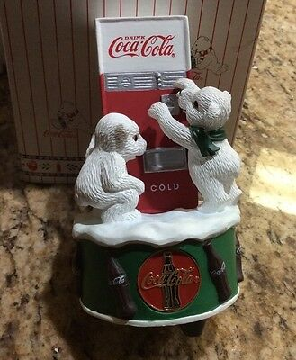 """Coca Cola Brand Polar Bear Cubs Wind-Up Musical """"Dad Showed Me How"""" New"""