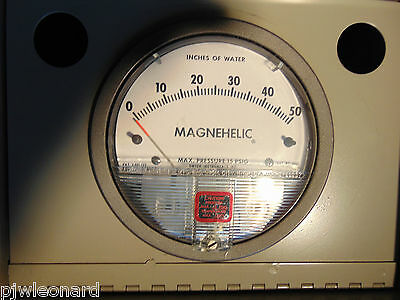 Dwyer, Magnehelic Differential Pressure Gage, in metal case