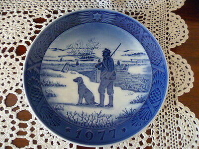 Vintage Royal  Copenhagen 1977 Hunter & Dog Plate