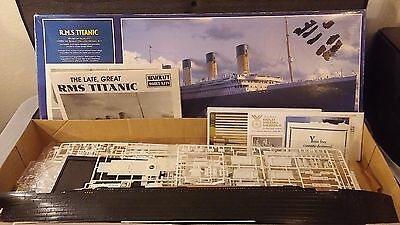 R.m.s. Titanic Museum Quality 1/350 Th Scale Deluxe Model Kit.
