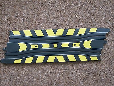 Micro Scalextric L7562 Chicane Track  (Black yellow markings)