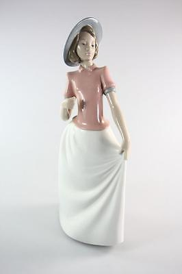 "Beautiful Nao Lladro Spain Figure ""girl In Bonnet"" Hand Made"
