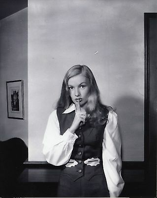 Veronica Lake Lovely Black And White 8x10 Picture Celebrity Print